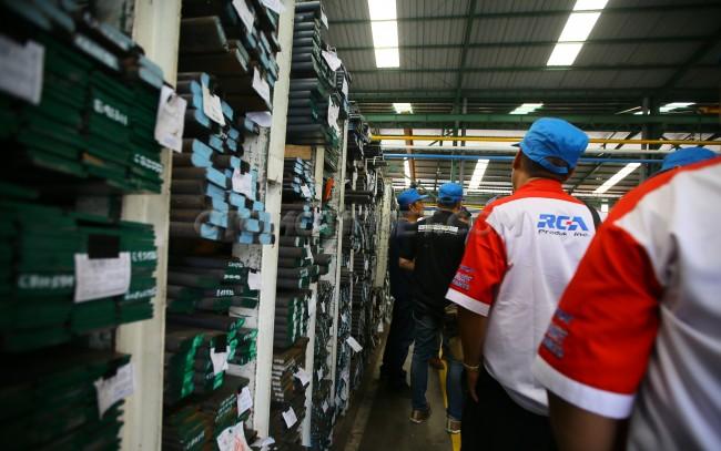 pabrik PT Indospring Tbk. yang membuat ragam per daun dan per ...